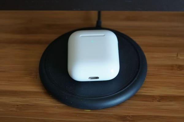 Tai nghe không dây Airpod 2 chính hãng new seal (Dock sạc không dây)